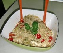 spaghettisalat mit tomate und feta