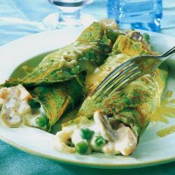spinat pfannkuchen mit geräucherter forelle muscheln und garnelen