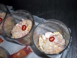 sternchennudelsalat mit krabben und orangen