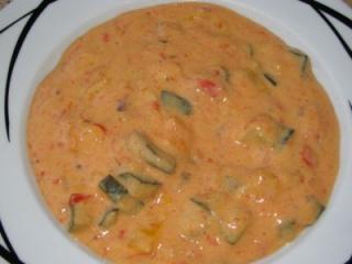 süß scharfe paprika zucchini tomaten käsesuppe