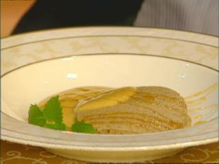 süße blinis mit einer sabayone von waldhonig