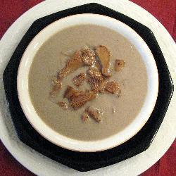 suppe aus waldpilzen