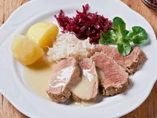 tafelspitz mit meerrettichsoße und rote bete salat