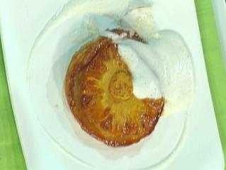 tarte tatin von der ananas mit tonkabohnenschaum