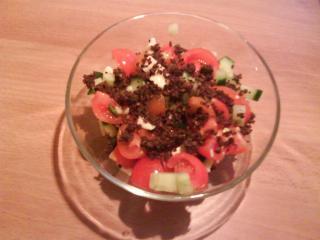 tomaten mozarella salat mit pumpernickel kroutons