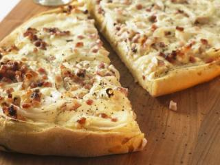 tomaten pizza mit mozzarella