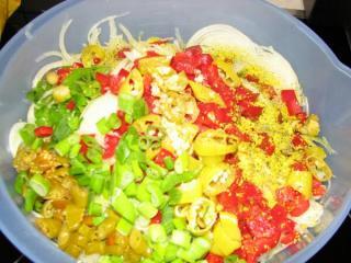 tomaten zwiebel salat mit curry