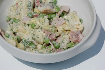 tortellini salat mit erbsen und schinken