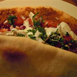 türkische pizza mit knoblauchsoße lahmacun