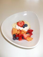 vanilleeis mit sommer fruchtsalat