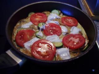 vegetarische nudelpizza