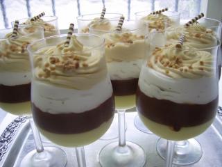 vier schichten mousse vanille schokolade stracciatella karamell