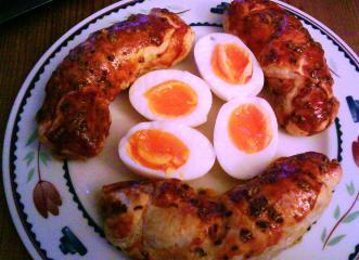 wachsweiche eier im blätterteig räucherlachs bett