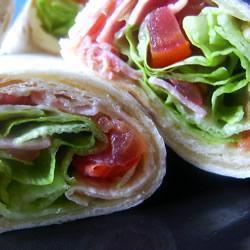 wraps mit speck salat und tomaten blt